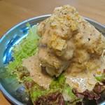 大阪焼肉・ホルモン ふたご - ポテトサラダは胡麻ドレッシングがかかり、その上にすりゴマがかけられていました❗