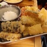 海鮮屋台おくまん - 天ぷら盛り合わせ