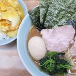横浜ラーメン 武蔵家  - 料理写真:ラーメン並+⁉+ライス中