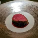 エクアトゥール - ☆A5ランクの牛肉、赤ワインソース