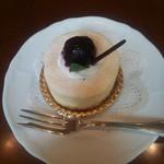 シャンゼリゼ - ヨコスカチェリーチーズケーキ