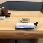 隅田川 - 二人掛けのテーブル席。
