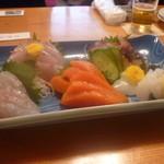 八勝亭オリエント  - 刺し盛り(鯛、ハマチ、サーモン、イカ)