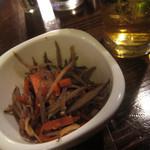 もじよ - 緑茶割りとお通しのキンピラ