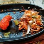 ドスティ - 敷かれた野菜は最後に野菜炒めで楽しめます