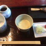 111644897 - そばセット配膳。焼き味噌と生湯葉いただきながら、お蕎麦を待ちます。