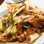 111647619 - 回鍋肉¥820 肉厚、キャベツざく切り、味は濃い目で白飯と食べたい感じ