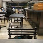 社食堂 - 普通に打合せ中