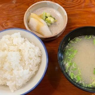 とんかつ 竹亭 - 料理写真:ご飯は美味いです。漬物は淡白。味噌汁は少し変わった風味がします。
