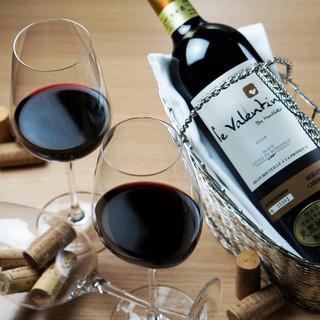 常時変わるグラスワインは自然派中心です~地下蔵熟成ワイン~