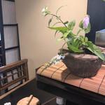 とん鈴 - 卓上の花