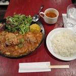 マリブ食堂 - 鶏のトマト煮込み定食