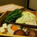 わび助 - 飲み放題120分付き選べる3種の鍋プラン4,000円 (税抜)。