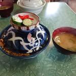 古田食堂 - 蓋付きの丼(上等かつ丼)