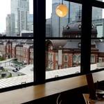 111674370 - 店内から赤レンガ東京駅を見下ろす