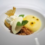 エール - パイナップルのムース パッションフルーツ クレームダンジュ ホワイトチョコミントのアイス