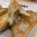 日本橋焼餃子 - カジった焼餃子。