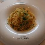 ガット・ネーロ - スパゲッティ アンチョビと春キャベツのソース モッリーカがけ