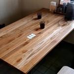 地鶏ラーメン とりじ - 【2019.7.15(月)】右側奥にあるテーブル席
