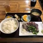 市場のめし屋 浜ちゃん - 料理写真:市場のめし屋 浜ちゃん(鰹のタタキ定食)