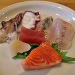 すずや はなれ - とり貝、タコ、イワシ、メヒカリ、つぶ貝、マグロ、サーモン