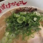 麺道はなもこし - 鶏100%の濃厚スープです。鶏とろラーメン650円。全トッピングのせの特製は850円。