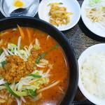 111691983 - 担担麺定食