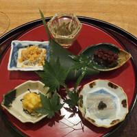 日本料理 太月-八寸:ラトビアキャビアにキス、渡り蟹胡麻酢、じゅんさい、コーン天ぷら、たこ、白魚