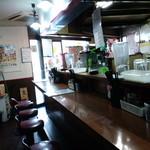 中華料理 上海人家 - 席はカウンターのみ