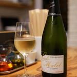 スタンドシャン食 Osaka北新地 Champagne & GYOZA BAR -