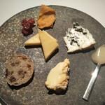 オーベルジュ・ド・リル - チーズ盛り合わせ。