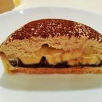 111702922 - コク深いピーナッツバターのムースにフレッシュバナナ、底にはまろやかなダークチョコとザクザクのタルト