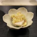 蓮心 - 料理写真:最初の一品。蒸し鶏。フランス産を掛け合わせた滋賀の地鶏。濃厚なお肉の味にスタートからお見事。
