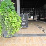 ラ・テラッツァ 芦ノ湖 - 奥が店舗です