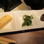 111715399 - 100円のお惣菜 玉子焼き・青菜のお浸し・鰯