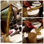 京都洋食 ムッシュいとう - なが〰️いガーリックトースト!ハサミ付いてます