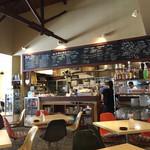 カフェ プレイズナイス - 店内