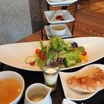 丸バル 北海道食市場 丸海屋バル - サラダランチ