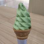 お茶の山口園 - 抹茶ソフトクリーム  リバースアングル