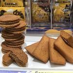 キャラメルゴーストハウス - 【キャラメルチョコレートクッキー】と【キャラメルフィナンシェ】のディスプレイ