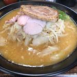 味噌ラーメン 雪ぐに - 料理写真:味噌らーめん(大)900円 バラ焼豚1枚追加 100円