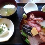 111737712 - 海鮮丼 1000円