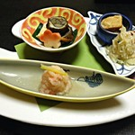 11174392 - 【旬菜】筍と海老の香り和え ズワイ蟹の霙和え 鰻八幡煮 わらび東寺巻き