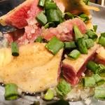 旬肴、地場酒場 Simaくうま - ぶつ切りの鶏ももタタキ
