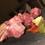 旬肴、地場酒場 Simaくうま - 生肉の盛り合わせの一例