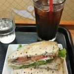 カフェミラノ - パンツェッタと野菜のサンド アイスコーヒー (660円税込)