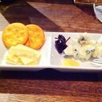 ワインバーfukuhiro - チーズ盛合せ2種類(500円)
