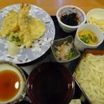 11175121 - ランチの、釜揚げうどんと天ぷら盛り合わせ