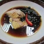 末広 - この日の煮付定食の煮魚は鯛でしたよ。
