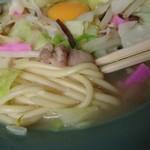 111751567 - ・炒めて粒が小さな油に、ツルリンポロリンフワフワ太麺
